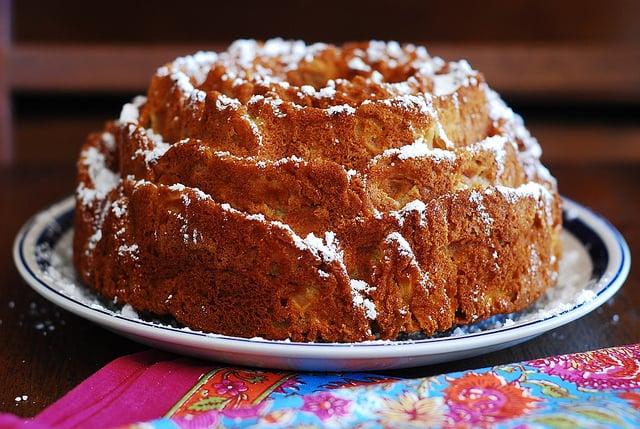 Apple cinnamon bundt cake, rose bundt pan