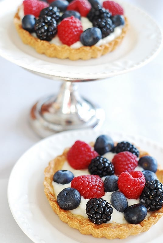 Berry tartlets with creamy kefir tart filling