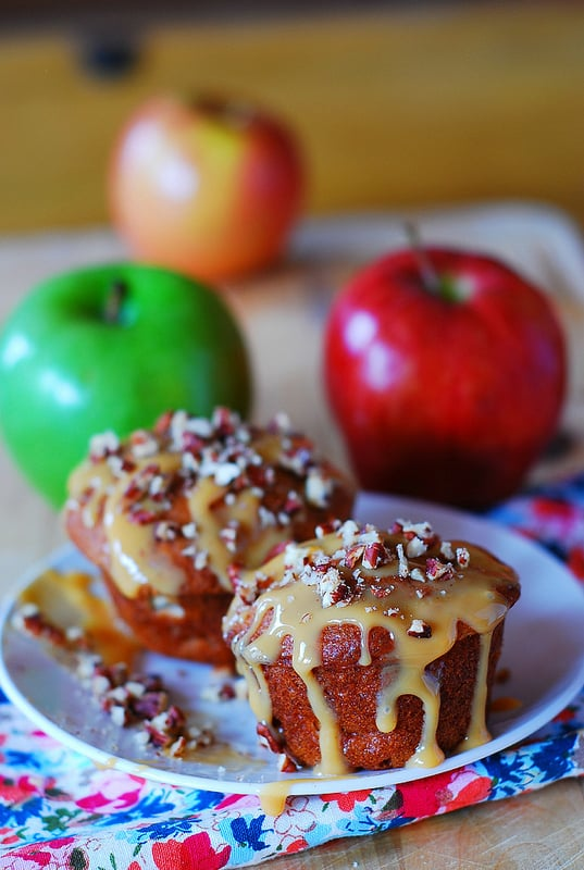 Apple banana muffins with pecans, dulce de leche drizzle, breakfast muffins, dessert muffins, Greek yogurt muffins, low fat muffins, Russian recipes, Russian food