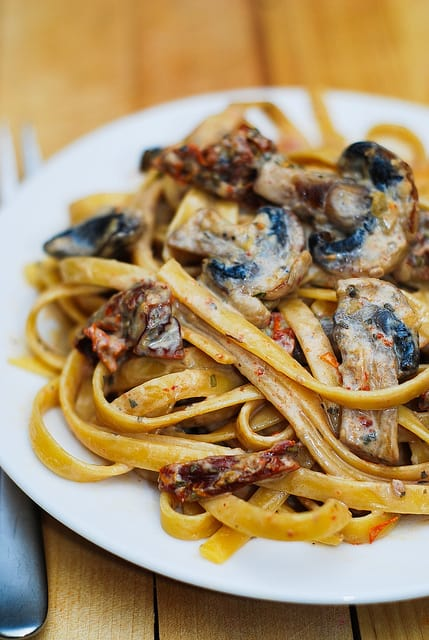 Sun-dried tomato and mushroom pasta, sun-dried tomatoes, mushrooms, pasta recipes, Italian recipes
