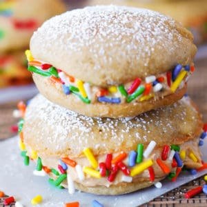 Banana whoopie pies with peanut butter frosting