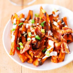Spicy sweet potato fries with bacon