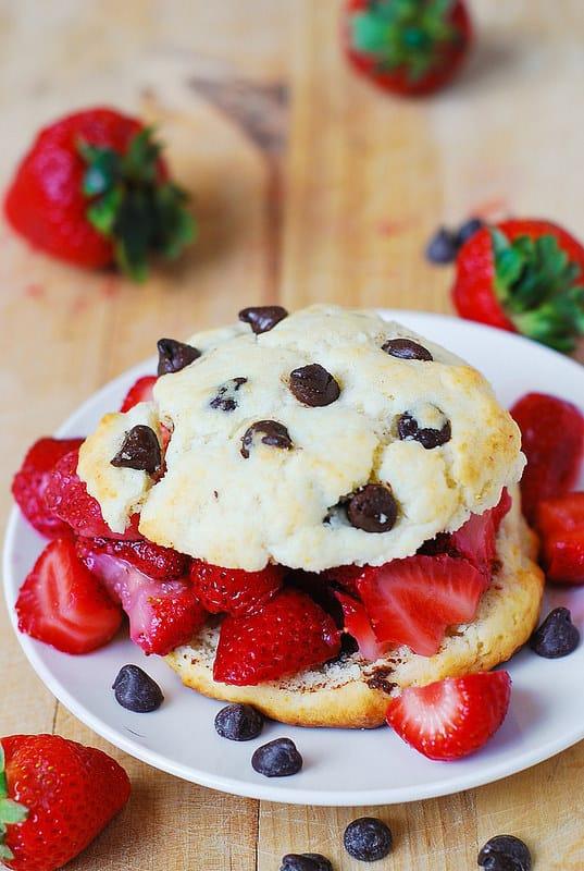 chocolate strawberry shortcakes, chocolate strawberries, strawberry recipes, strawberry desserts, summer desserts, berry desserts