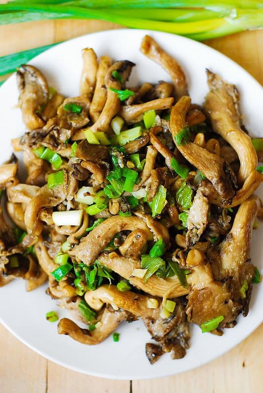sauteed oyster mushrooms, mushroom saute, wild mushroom recipe
