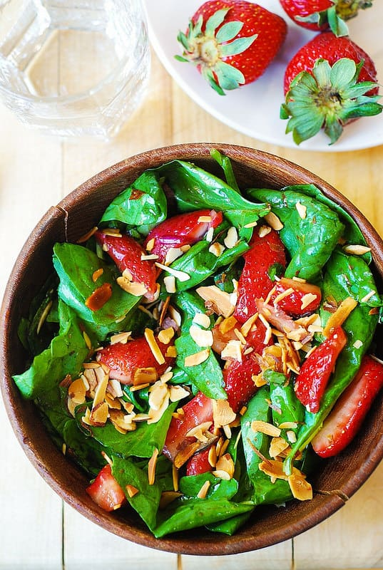 Spinach salad with strawberries and toasted almonds