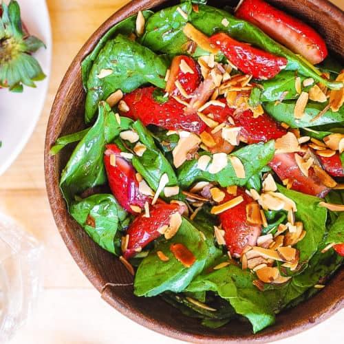 strawberry spinach salad with toasted almonds