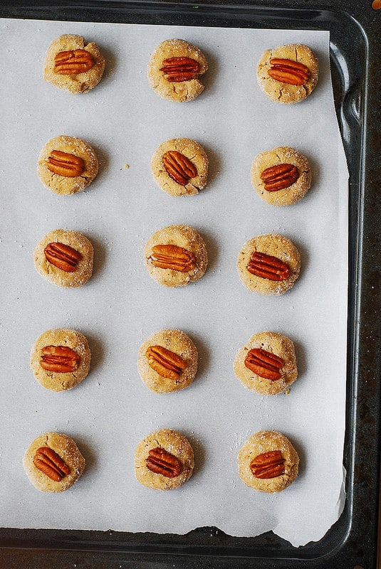 add pecan into each cookie (step-by-step photos)