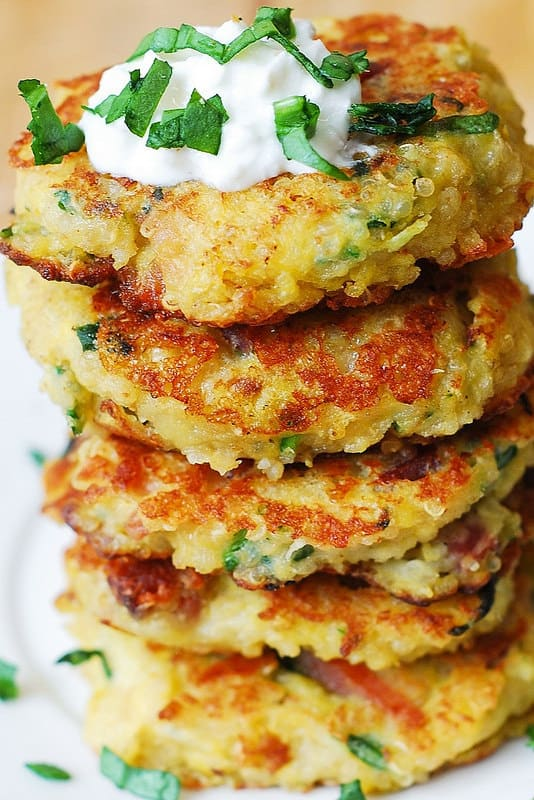 quinoa fritters, quinoa cakes, bacon fritters, bacon cakes, gluten free snack, gluten free comfort food, fritters with sour cream, fritters with greek yogurt