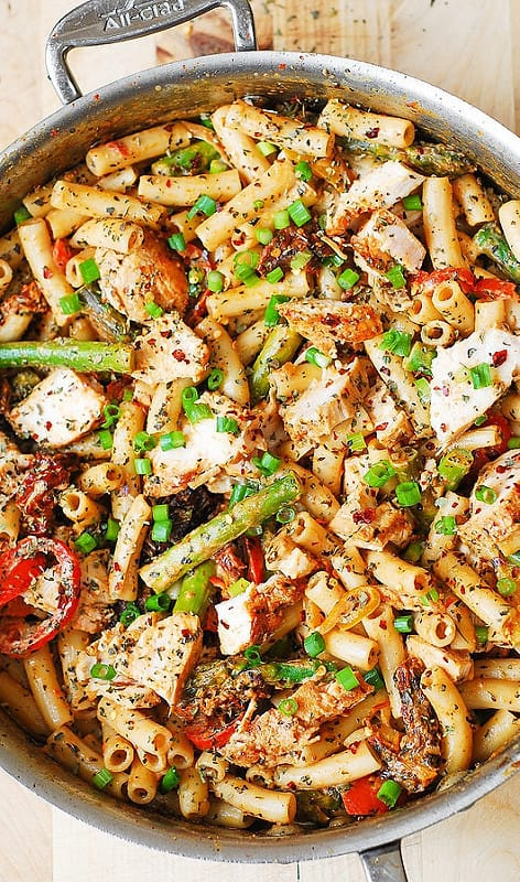 Creamy Chicken and Vegetable Pasta with Bell Peppers, Asparagus, and Sun-Dried Tomatoes