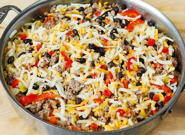 mix has brown potatoes with sausage in a large skillet (step-by-step photos)