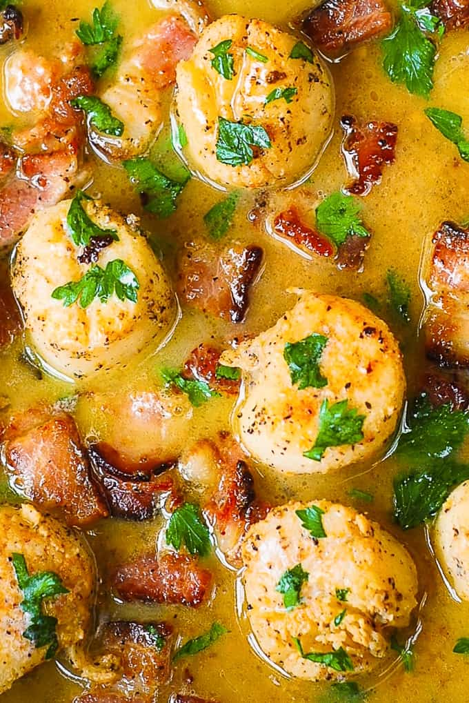 Pan-Seared Scallops with Bacon and lemon butter sauce