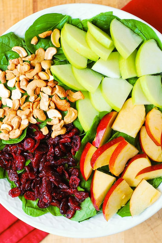 combine apples, cranberries, spinach, cashews together (step-by-step photos)