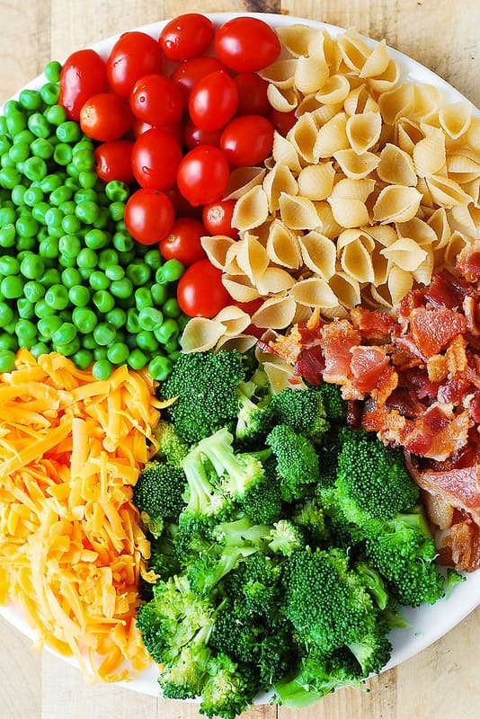 Broccoli Bacon Ranch Pasta Salad - this delicious salad is loaded with veggies (broccoli, cherry tomatoes, sweet peas)