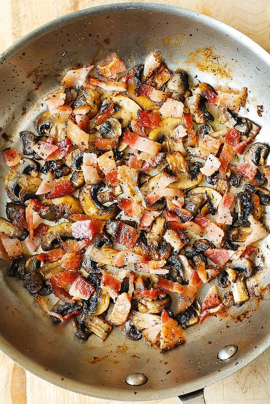 add chopped cooked bacon to the skillet with mushrooms (step-by-step photo)