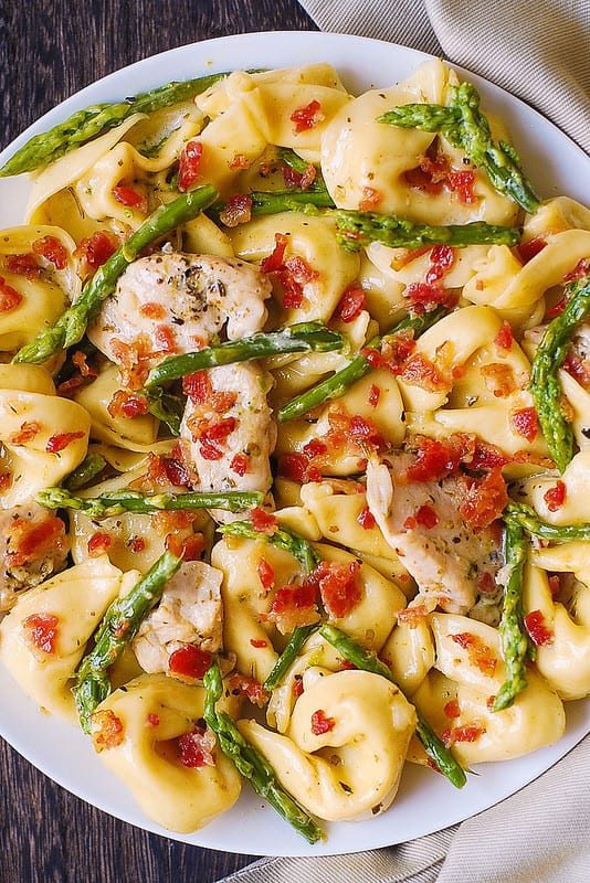 Creamy Chicken, Asparagus, and Bacon Pasta, chicken and bacon pasta, best tortellini recipe