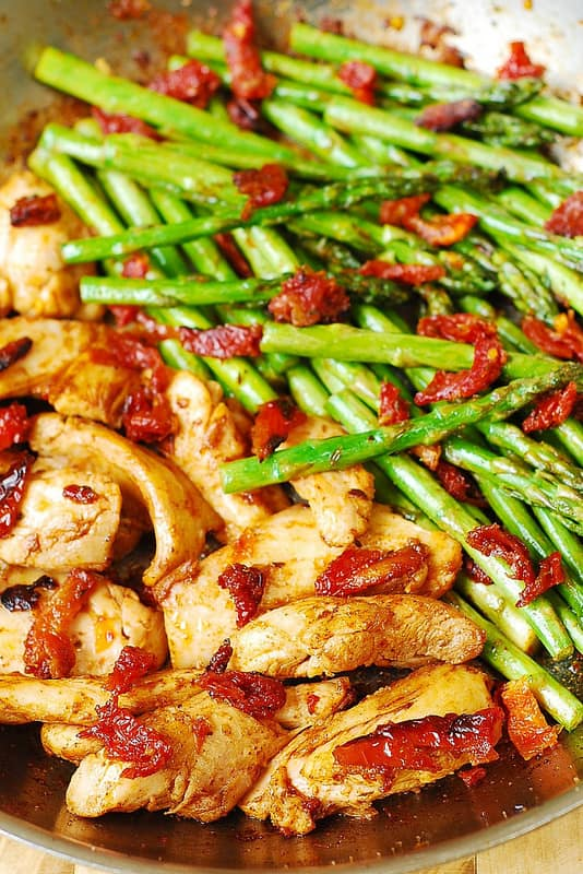 Paprika Chicken, Asparagus, and Sun-Dried Tomatoes Skillet