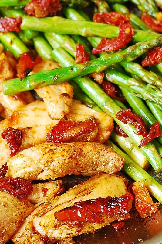 Boneless skinless Chicken Thighs with Asparagus, and Sun-Dried Tomatoes Skillet