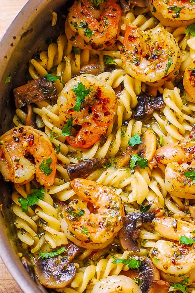 pesto shrimp pasta with mushrooms