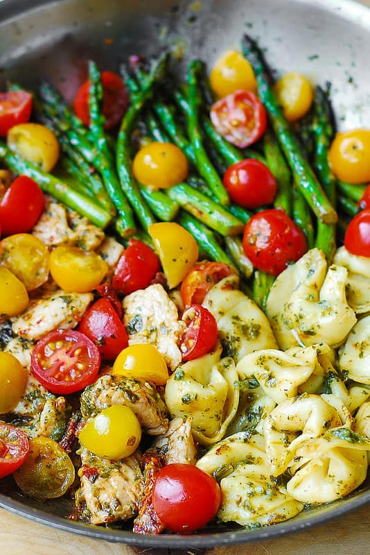 easy healthy chicken dinner recipe, yellow and red grape tomatoes, asparagus, sun-dried tomatoes, pesto, tortellini, chicken, easy tortellini recipes, simple chicken dinner