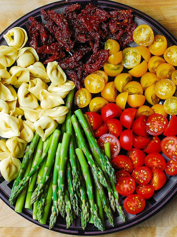 easy healthy dinners, asparagus, sun-dried tomatoes, red and yellow grape tomatoes, chicken dinner recipe