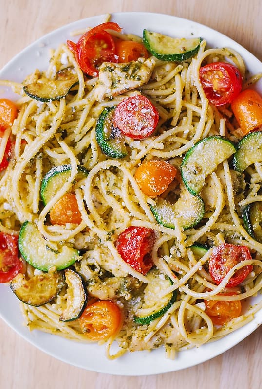 chicken veggie pasta, pesto chicken veggie pasta, pesto zucchini, how to cook pasta