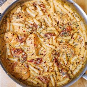 sun-dried tomato chicken pasta with mozzarella cream sauce