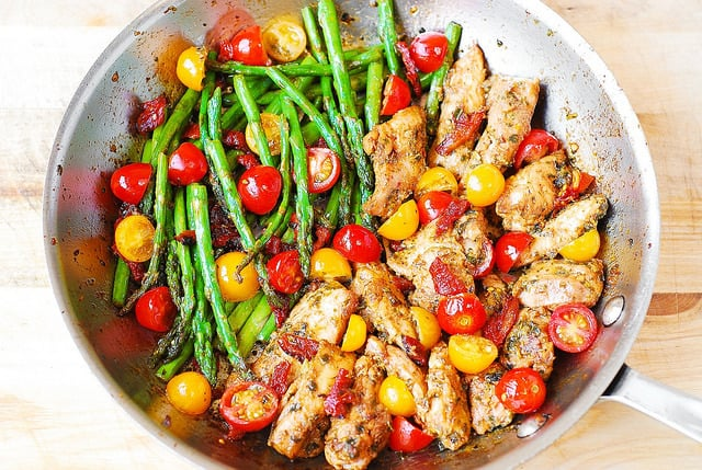 chicken dinner recipes, easy chicken dinners, chicken and vegetables, pesto chicken with asparagus, sun-dried tomatoes, and cherry tomatoes