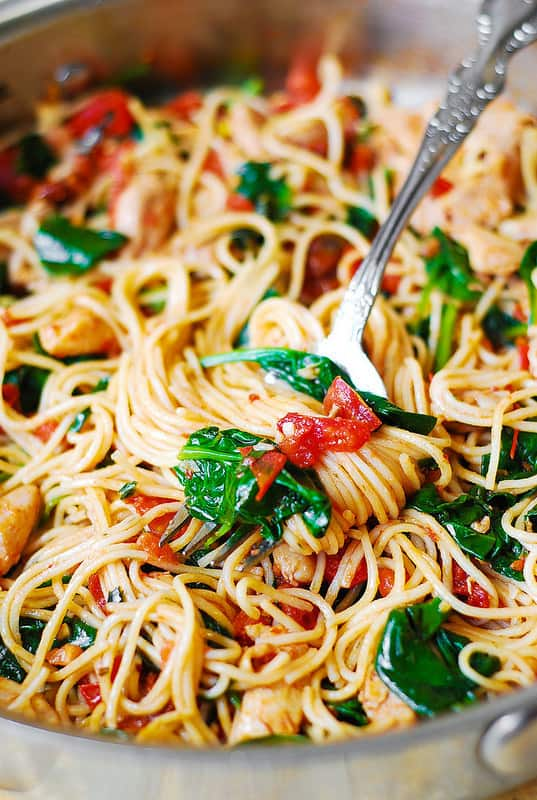 chicken pasta, chicken spaghetti, chicken and veggie spaghetti, pasta recipe