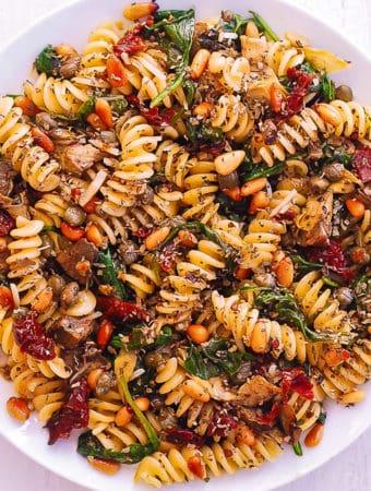 fusilli with spinach, artichokes, sun-dried tomatoes