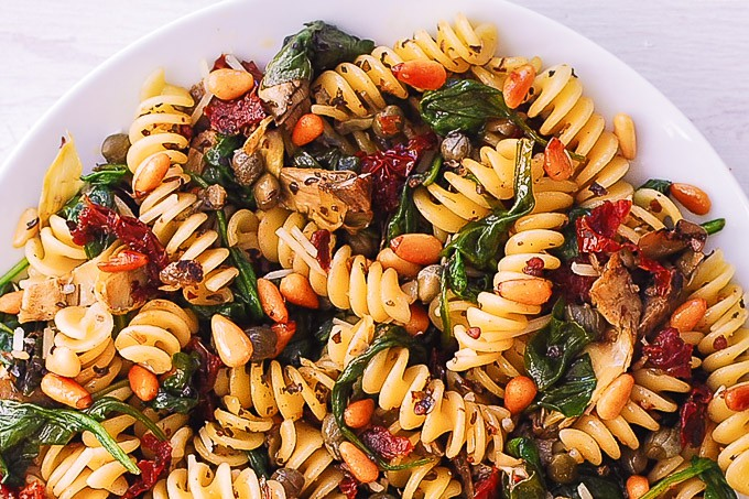 fusilli with spinach, artichokes, sun-dried tomatoes