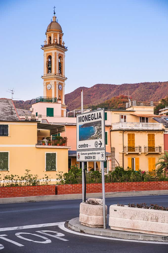 road sign in Moneglia