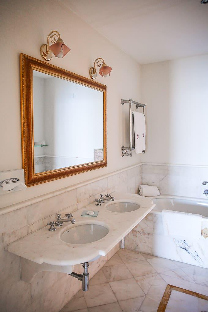 bathroom Hotel Villa Fraulo, Ravello, Italy