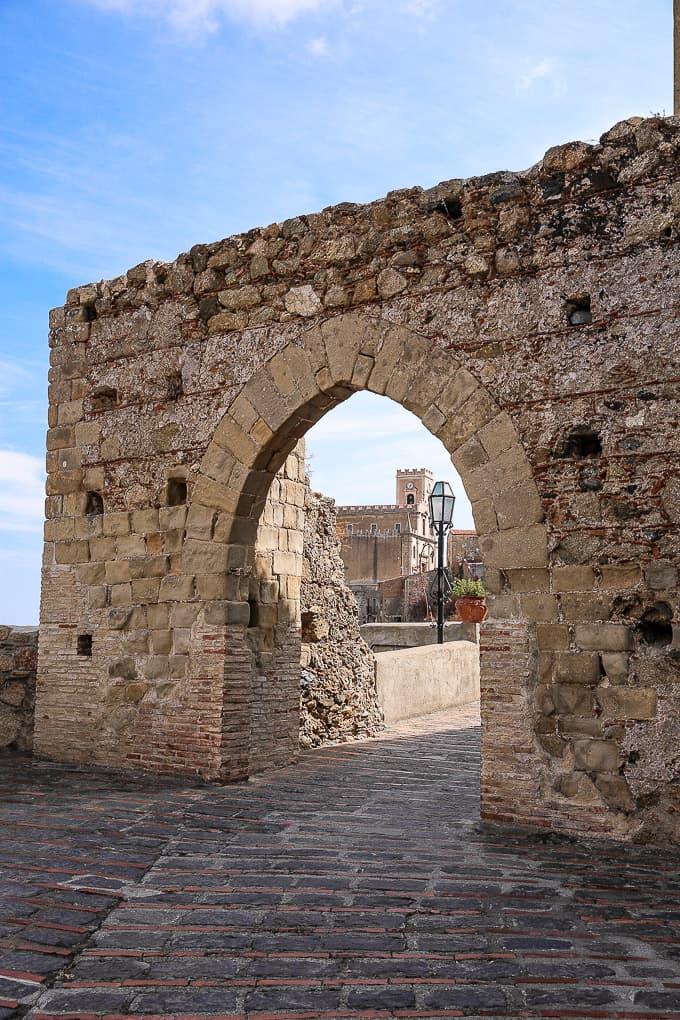 Porta della Città di Savoca - City Gate to Savoca