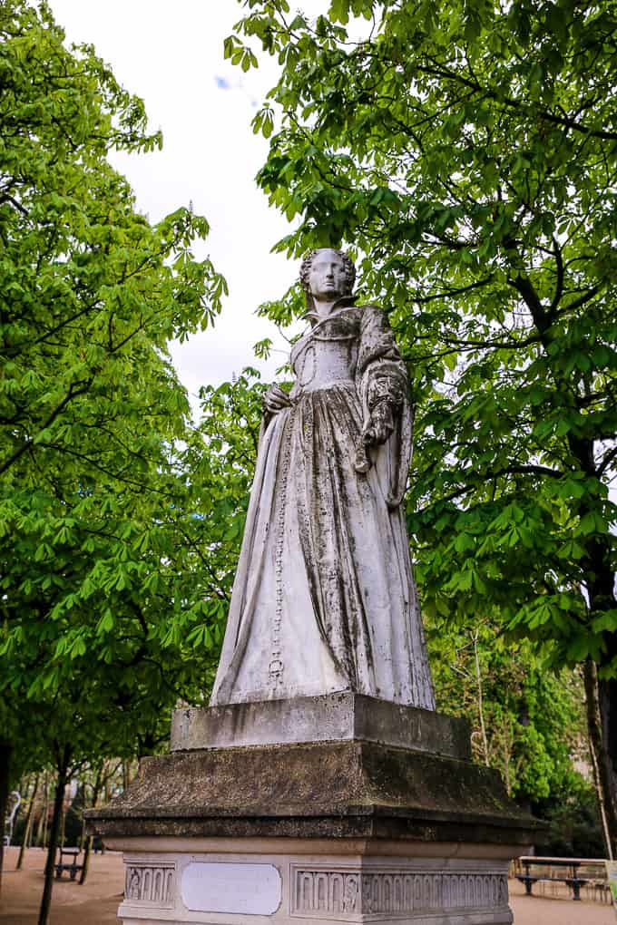 Statue of Jeanne D'Albret, Jardin du Luxembourg, Paris