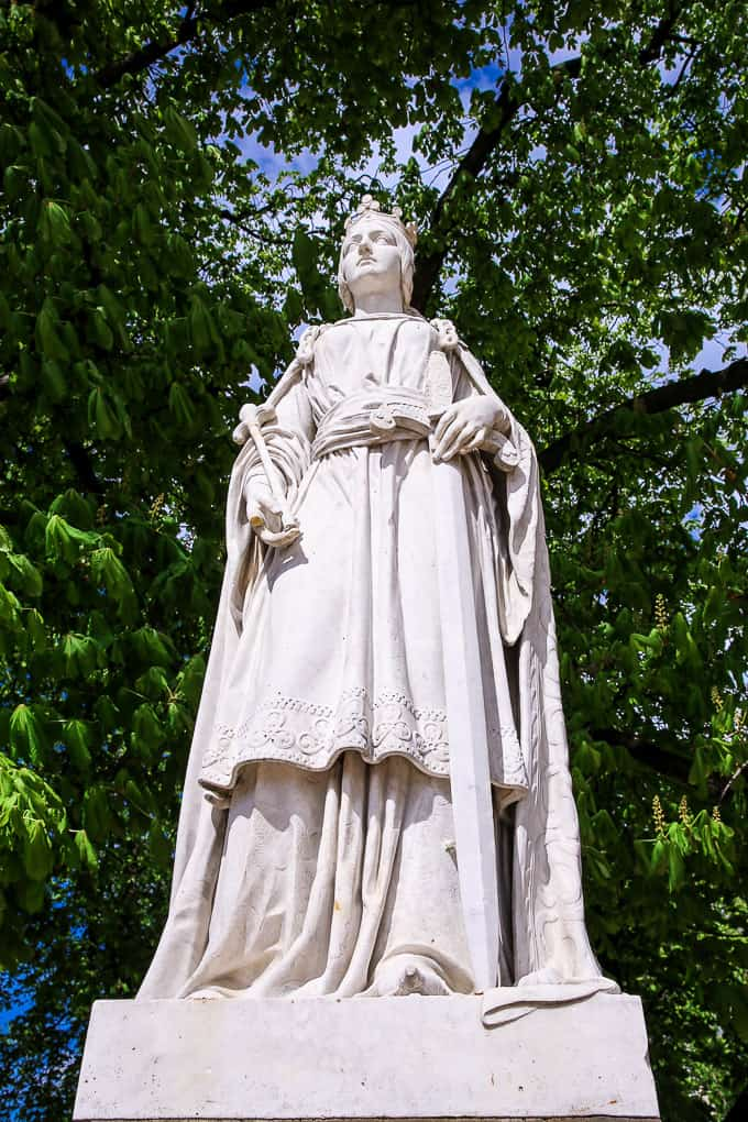 Statue of La Rein Mathilde, Jardin du Luxembourg, Paris